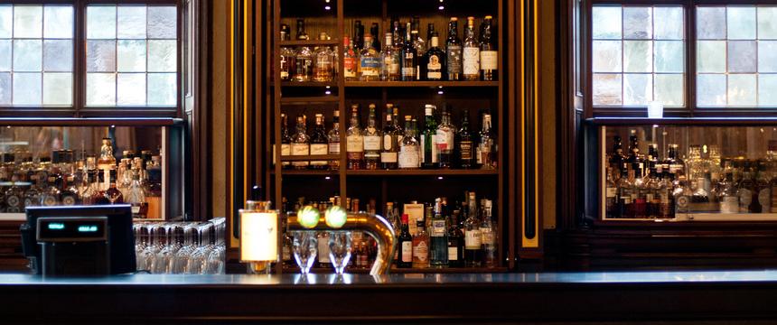 Grand Hotel Terminus, Bergen, Norway - bar counter.jpg